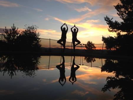 yoga coucher de soleil