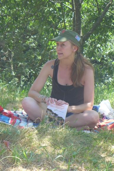 Sun cha avec son livre